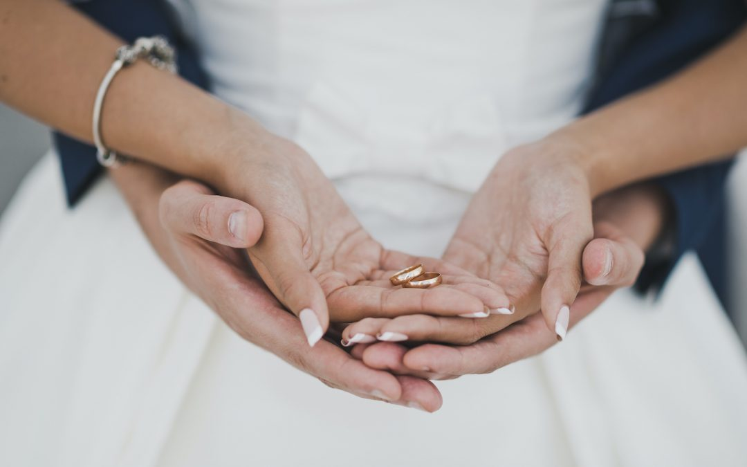 Shopping for Wedding Bands in Sunrise? Here Are 5 Tips to Help You Pick the Perfect Rings!